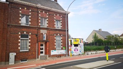Minister Weyts investeert 122.500 euro in Andreasschool Strijpen voor aankoop parochiehuis