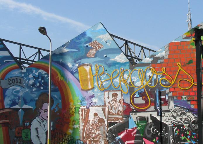 De graffitiwand bij het sheddakencomplex