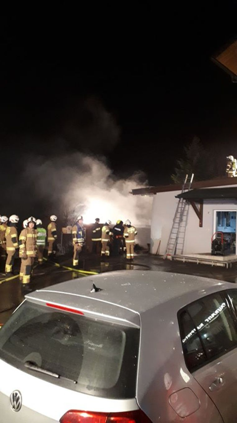 De brand ontstond wellicht naast een bijgebouw van het hotel.