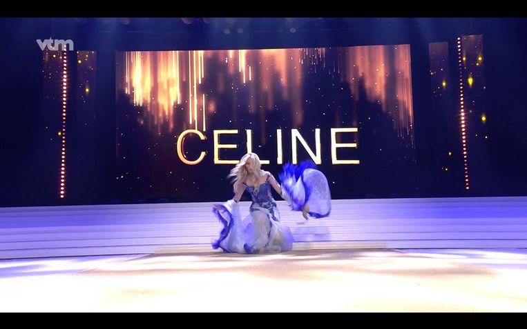 De nieuwe Miss België Celine Van Ouytsel ging even onderuit tijdens de show.