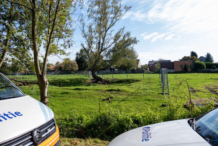 De granaten werd gevonden in een weiland langs de Stuikheidestraat.