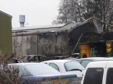 Veel schade door brand bij Buhne Auto's in Veldhoven, brandweer vrijdag terug voor nacontrole