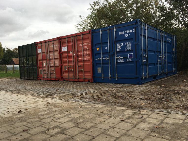 Op de site jeugdcentrum in Kuurne zijn vier zeecontainers geplaatst.