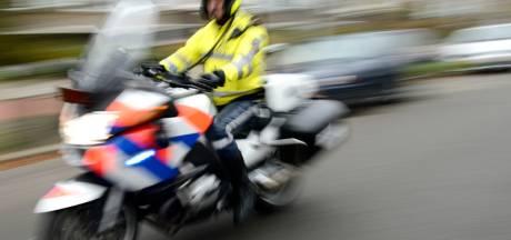Scooterrijder ramt motoragent opzettelijk in Amersfoort