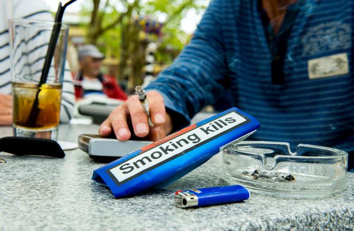 Volgens GroenLinks-raadslid Margriet Leest is het niet altijd lekker om op het terras van sigarettenrook te moeten 'genieten'.