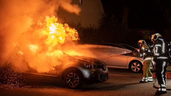 Auto brandt uit in Houten, aan het Snijdersgilde.