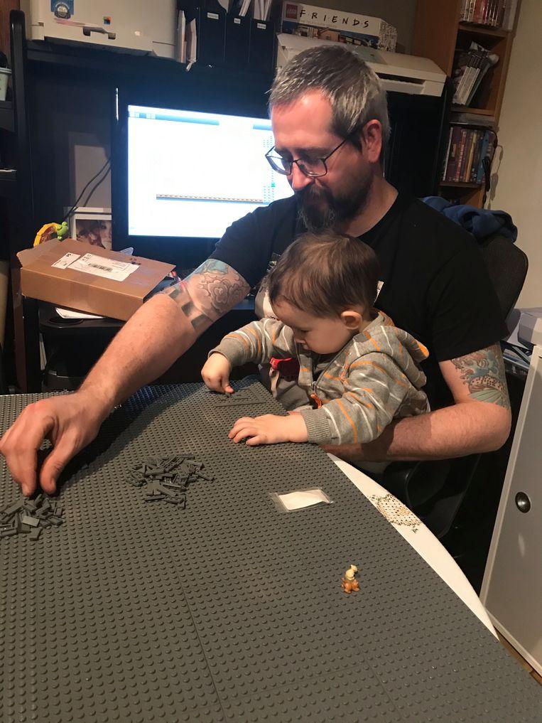 Hans Thiepont ging samen met zijn zoontje Yssen het station van Portland nabouwen. Die droom moeten ze nu even uitstellen.