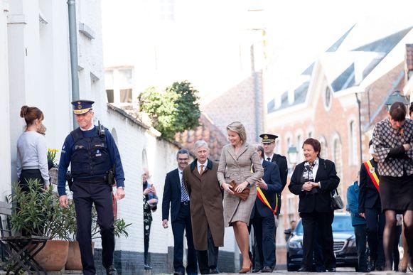Het vorstenpaar brengt een bezoek aan het Begijnhof