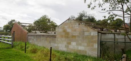 Bernheze helpt stoppende boeren bij het slopen van oude stallen