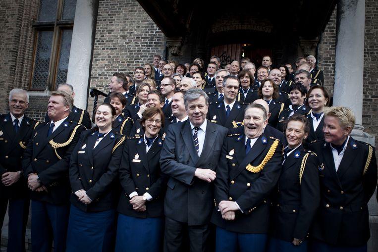Januari 2013, minister Opstelten, met naast hem korpschef Bouman, poseert met de politietop bij het officiële begin van de nationale politie. Beeld Julius Schrank / de Volkskrant