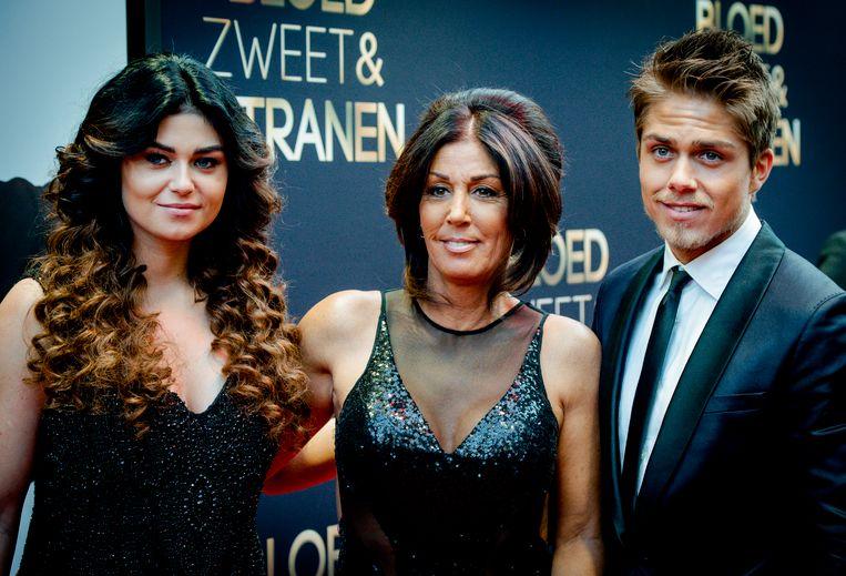 Moeder Rachel (M), zus Roxeanne (L) en André Hazes in 2015.