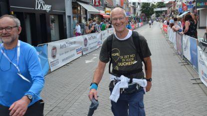 """Geen Dodentocht door corona? Dan wandelt Réno Martens de 100 kilometer wel in zijn dooie eentje: """"In 44 jaar maar twee keer verstek moeten geven"""""""