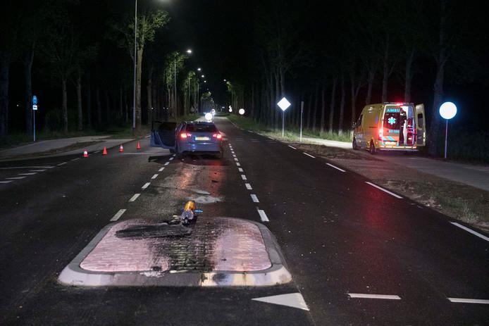 Een automobilist zag een nieuwe vluchtheuvel over het hoofd op de weg bij Elst.