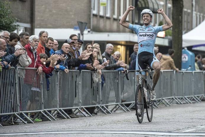 Wouter Been uit Den Haag won gisteravond de Ronde van Prinsenbeek. Het was een emotionele overwinning voor de renner die niet vaak wint. Ron Magies/Pix4Pro's