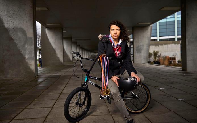 Freestyle BMX'er Shanice Silva Cruz: ,,Een voor- of achterwaartse salto; daar draai ik mijn hand niet voor om.''