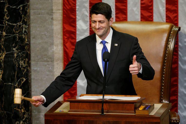 Paul Ryan is officieel herkozen als voorzitter van het Amerikaanse Huis van Afgevaardigden. De Republikein, die zich tijdens de verkiezingscampagne regelmatig negatief uitliet over Donald Trump, kreeg 239 van de 435 uitgebrachte stemmen. De 46-jarige Ryan kreeg de belangrijke post ruim een jaar geleden en ontwikkelde zich in sneltreinvaart tot een politiek zwaargewicht. Beeld REUTERS