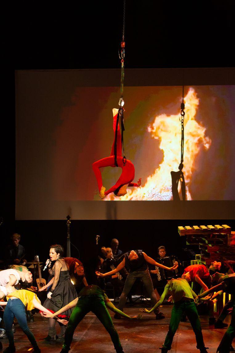 Circus in de Branding in de Lourdeskerk. Beeld Ad de Visser