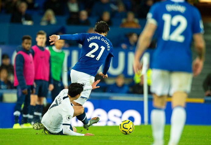 De bewuste tackle van Heung-Min Son op André Gomes.