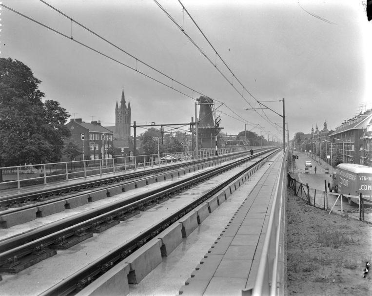 Foto van het spoorviaduct in Delft, vlak voor de opening in juli 1965. Beeld ANP