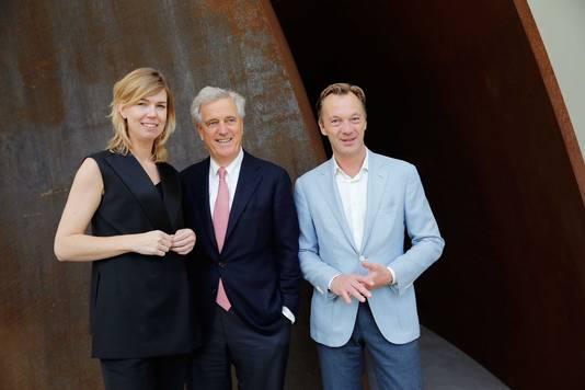 Wim Pijbes, Suzanne Swarts en Joop van Caldenborgh (M) tijdens de opening van Museum Voorlinden.