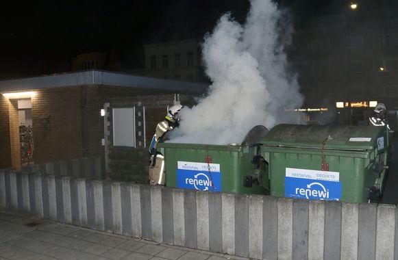 Aan het station van Herentals werd er ook brand gesticht in een afvalcontainer. De politie arresteerde daarop een man die zich verdacht gedroeg op het perron.