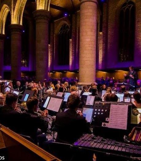 Delftenaren vullen muziekstuk in