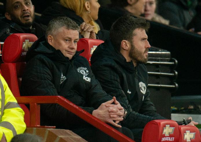 Ole Gunnar Solskjaer ziet gelaten toe hoe zijn ploeg thuis verliest van Burnley.