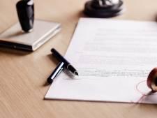 Notaris valt met deur in huis: 'Uw man heeft een zoon uit een eerdere relatie'