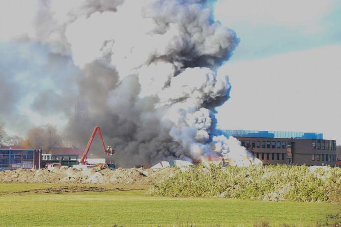 De grote brand die elf maanden geleden de oude bouwhallen van De Wallepikkers in de as legde.