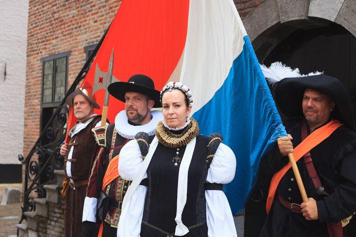 Willem van Oranje en Anna van Buren tijdens een eerdere wandeling door Grave.