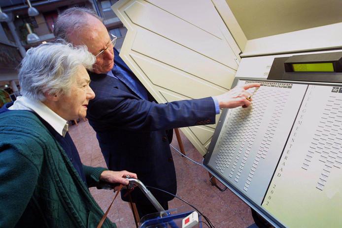 De oude stemcomputers zijn bewezen onveilig verklaard