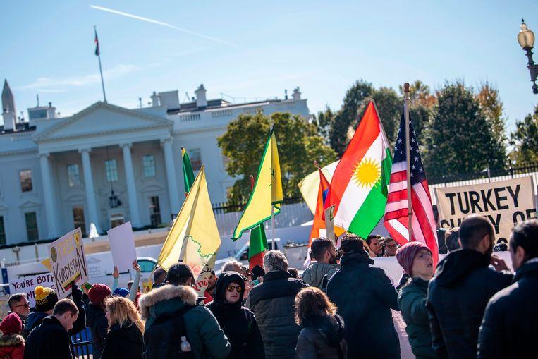Turkse activisten en demonstranten protesteerden aan het Witte Huis.