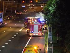 Auto brandt uit op A16 bij Dordrecht