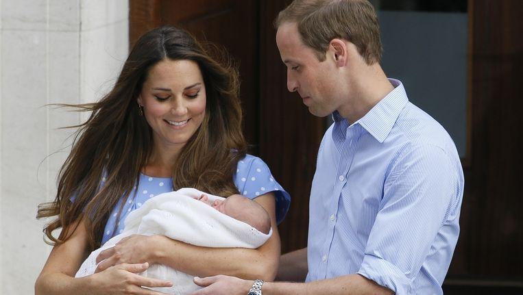 Kate en William stellen hun eerste zoon George voor.