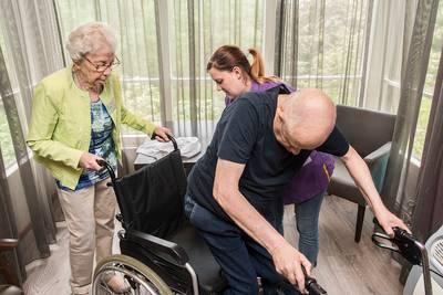 Nooit te oud voor vrijwilligerswerk: Riet (90) helpt in woonzorgcentrum in Breda