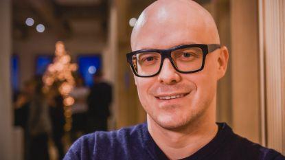 """VIDEO: """"Je leert dan Nederlands en dan beland je in West-Vlaanderen!"""": Philippe Geubels lacht met andere huidskleuren in 'Taboe'"""