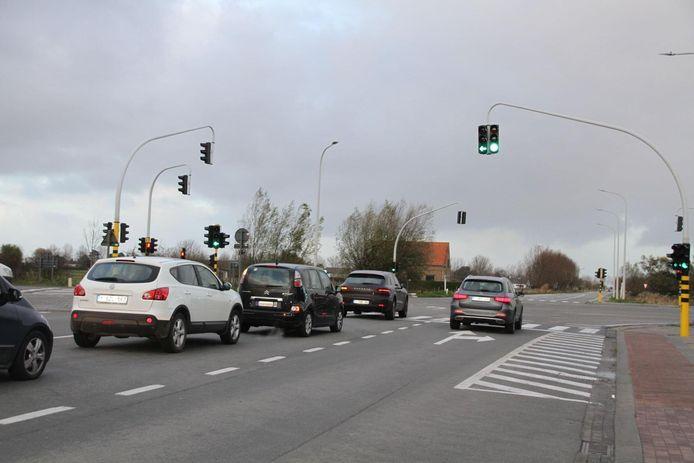 Het kruispunt van de Natiënlaan met de Sluisstraat.