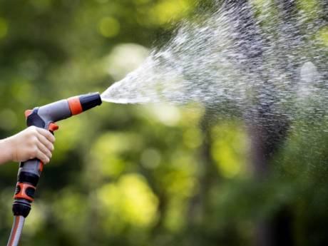 Boetes in beeld voor vullen badje en wassen auto bij schaarste