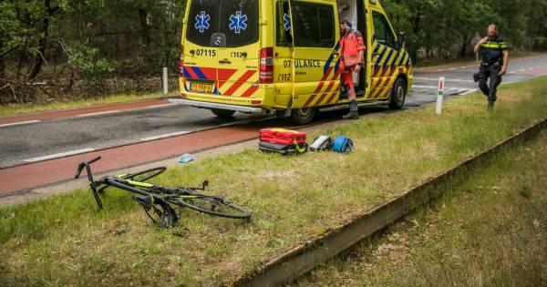 Ernstig gewonde wielrenner bij Deelen mogelijk aangereden.