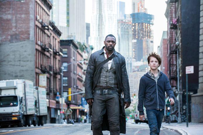 Roland (Idris Elba) en Jake (Tom Taylor) in New York