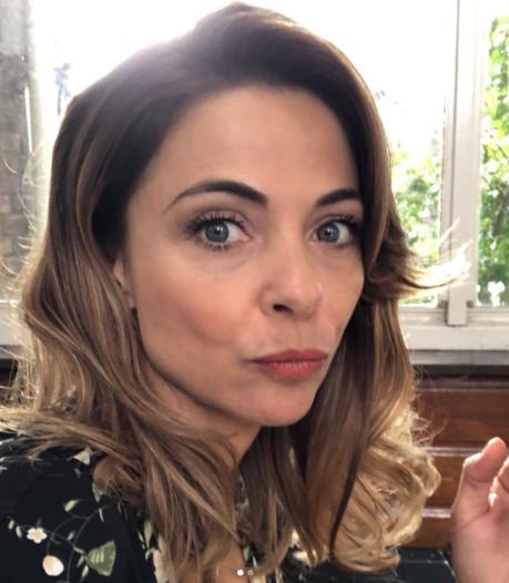 Famke draagt kort jurkje in 'Eat Me'-restaurant en verliefde Georgina krijgt emotioneel cadeau
