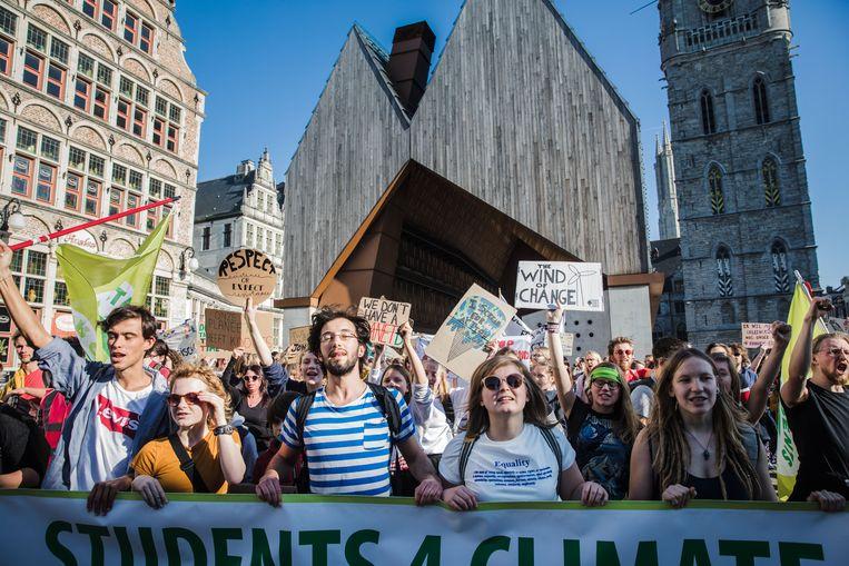 De derde klimaatmars op een week tijd in Gent bracht vandaag 600 betogers op de been.