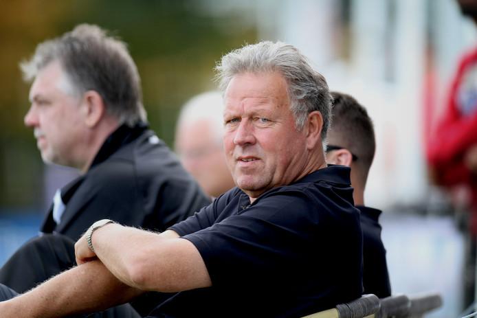 Geert Meijer is bezig aan zijn negentiende seizoen bij Strijen en ligt ook al voor een twintigste jaar vast.