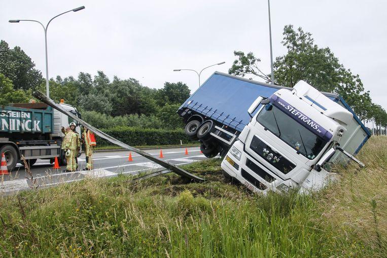 Het spectaculaire ongeval aan de afrit van de E17.