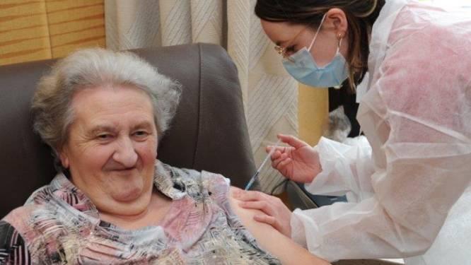 Eerste coronavaccins toegediend in Oostkampse woonzorgcentra