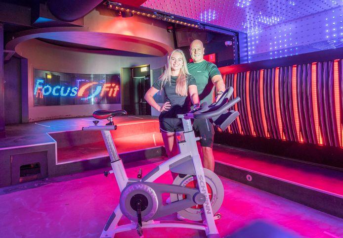 Sporten onder de discolampen van El Toro in Goes. Dat kan vanaf eind deze maand. Rob Kluwen en dochter Sarah zorgen dat het veilig kan, met voldoende afstand.