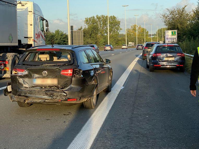 Het ongeval ontstond zo'n 400 meter voor de afrit van Brugge.