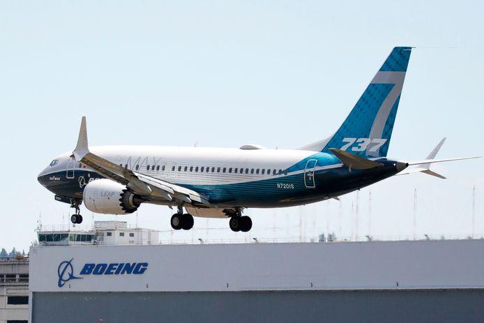 Een Boeing 737 Max landt na een testvlucht.