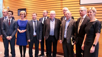 Steven Van Linthout legt eed af als burgemeester