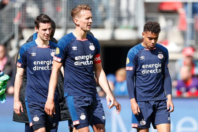 De teleurstelling is van de gezichten van de PSV'ers af te lezen.